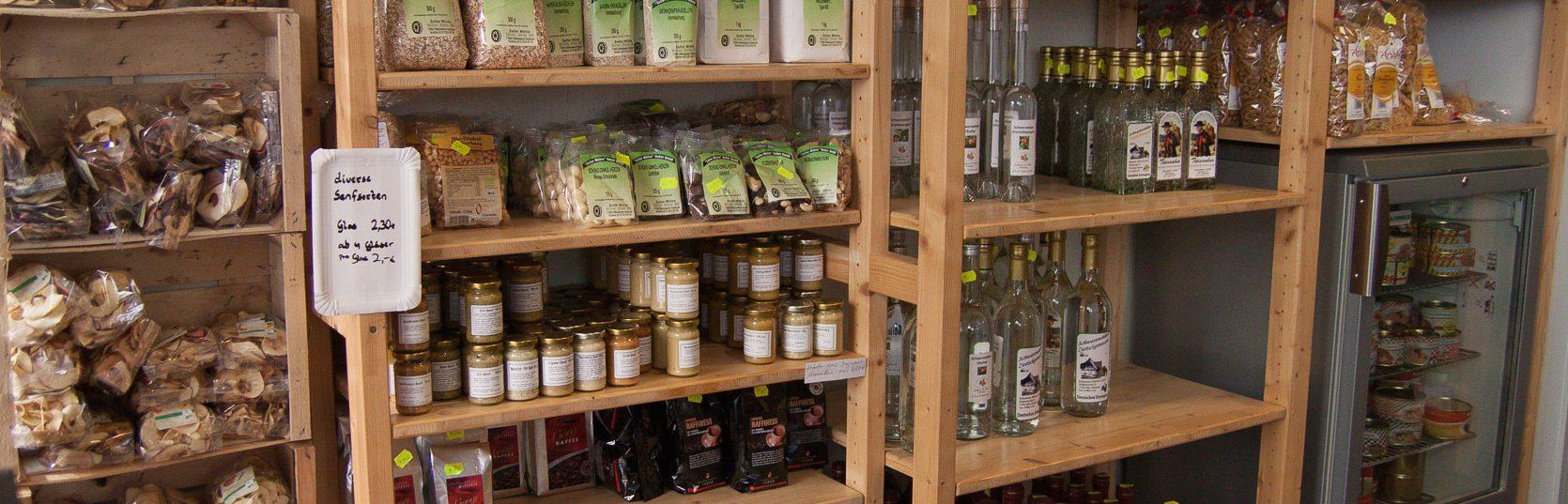 In unserem Bauernladen in Offenburg finden Sie regionale und saisonale Ware aus eigener Herstellung von von mehr als zehn weiteren Partnern.