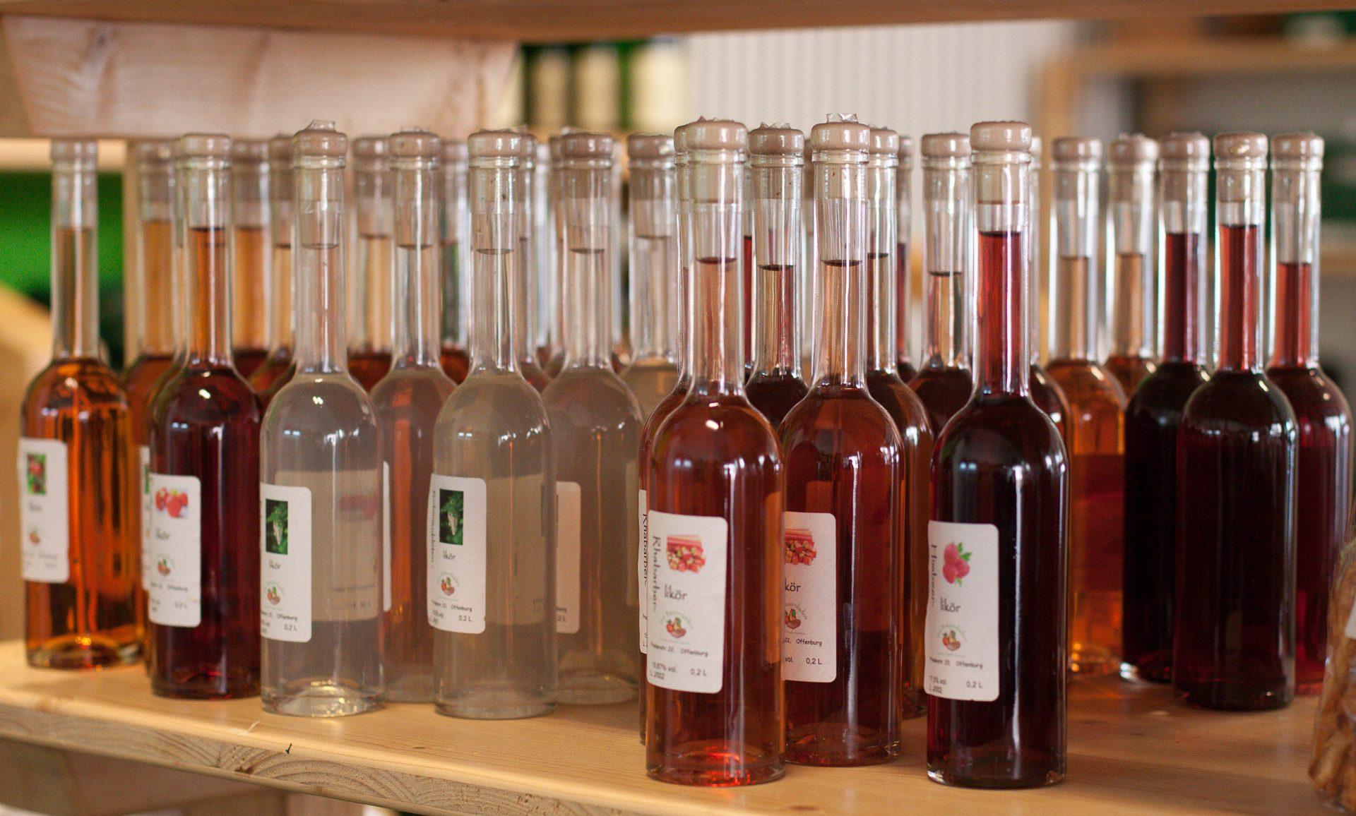 Liköre, Brände, Geiste - Unsere eigene Brennerei bringt Qualitätsprodukte hervor, die Sie auch in unserem Bauernladen in Offenburg erwerben können.