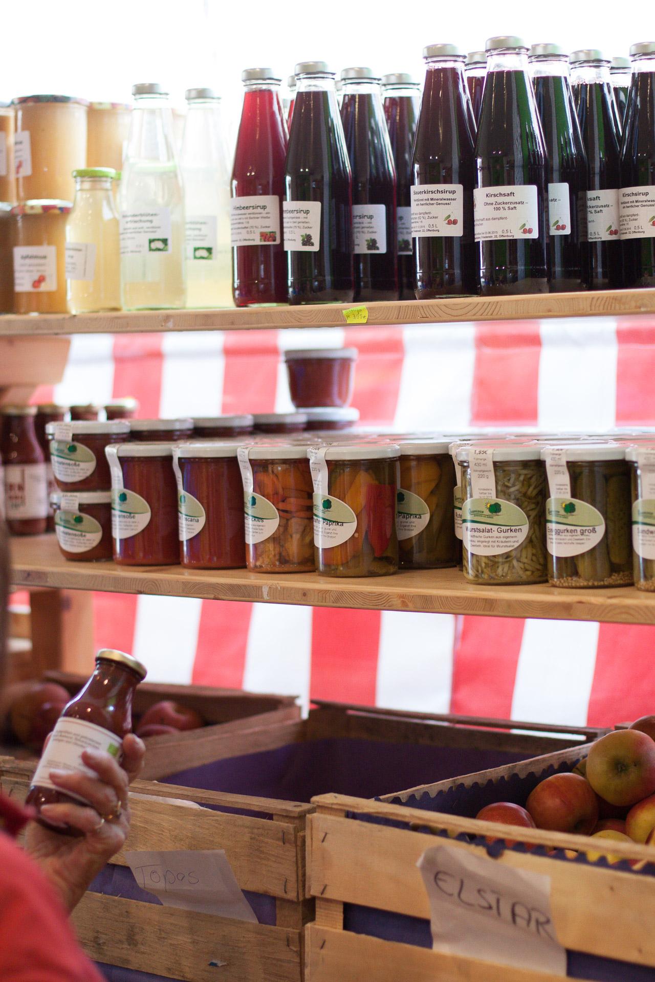 Weitere von uns frisch hergestellte Säfte und Sirupe finden Sie in unserem Bauernladen.